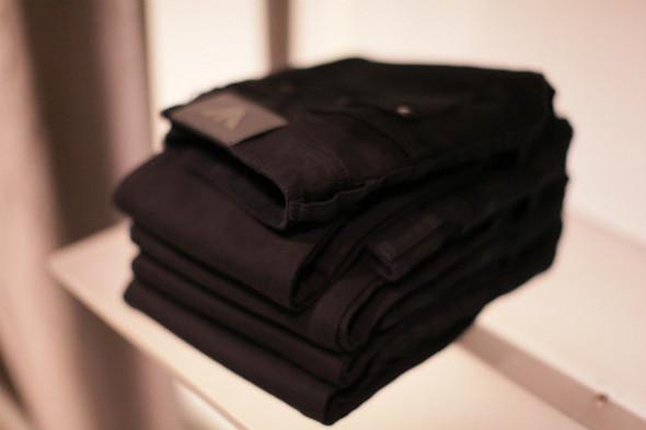 Корнер Armani Jeans на четвертом этаже ЦУМа. Изображение № 6.