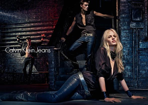 Рекламные кампании Calvin Klein Осень-Зима 2012. Изображение № 4.
