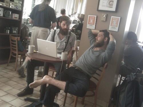 """""""Я могу снять обувь, если захочу. Я шериф этой кофейни на Foursquare"""". Изображение № 2."""