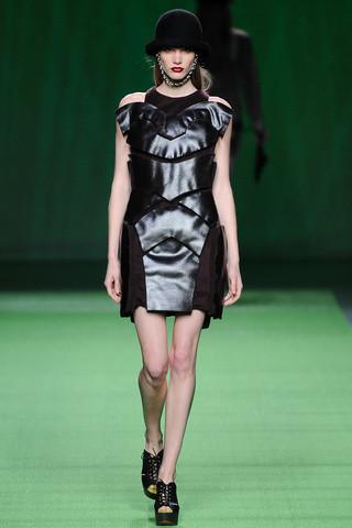 Ирина Николаева на показах Mercedes-Benz Fashion Week Madrid. Изображение №32.