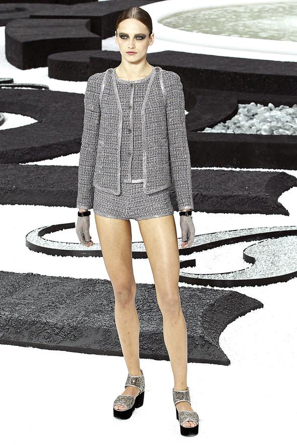 Карл Лагерфельд показал одну из самых красивых коллекций, когда-либо созданных для Chanel. Изображение № 19.