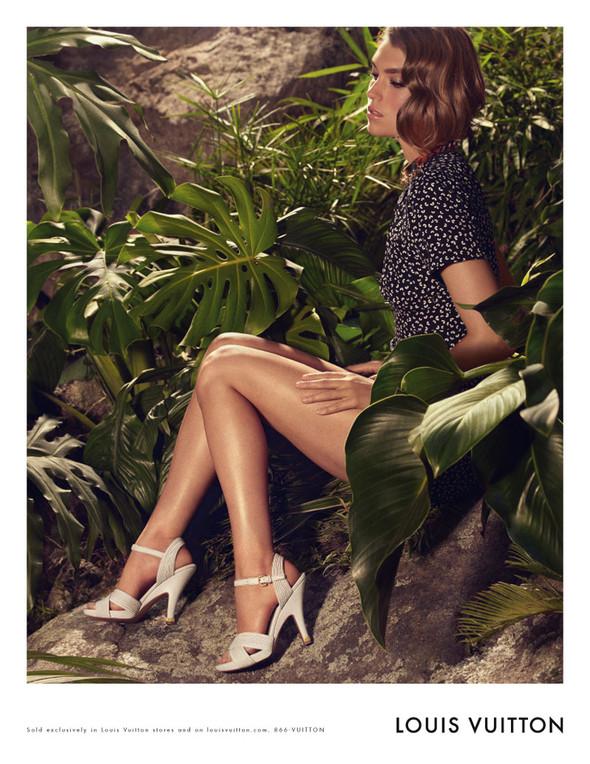 Кампания: Аризона Мьюз для Louis Vuitton. Изображение № 2.