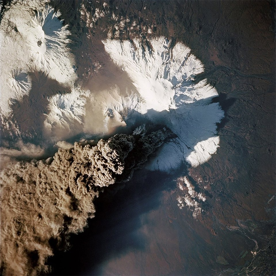 Как выглядит из космоса извержение вулкана. Изображение №3.
