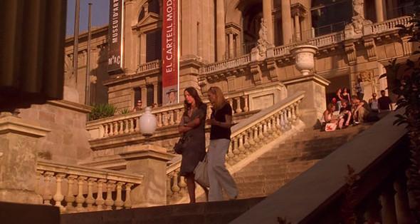 4. MNAC Национальный музей искусства Каталонии стоит у подножья горы Монжуик, на которой раскинулся выдающийся музейный комплекс — к счастью, взбираться к Национальному дворцу, в котором он расположен, помогают эскалаторы. Постоянная экспозиция не сводится к местной культуре — на стенах музея много голландцев, итальянцев и неплохая коллекция модернистов, а также периодически приезжают выставки с прочим современным искусством. На его ступенях Вики делится своими сомнениями в целесообразности брака.. Изображение №55.