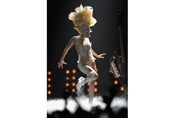 Выступление Леди Гаги на Brit Awards. Изображение № 3.