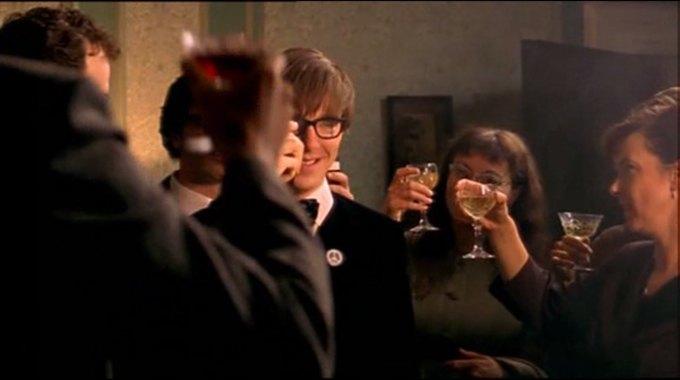 Бенедикт Камбербэтч  выпивает. Изображение № 2.