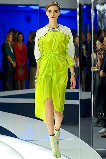 Модный дайджест: Джеймс Франко для Gucci, сари Hermes, сингл Burberry. Изображение № 4.