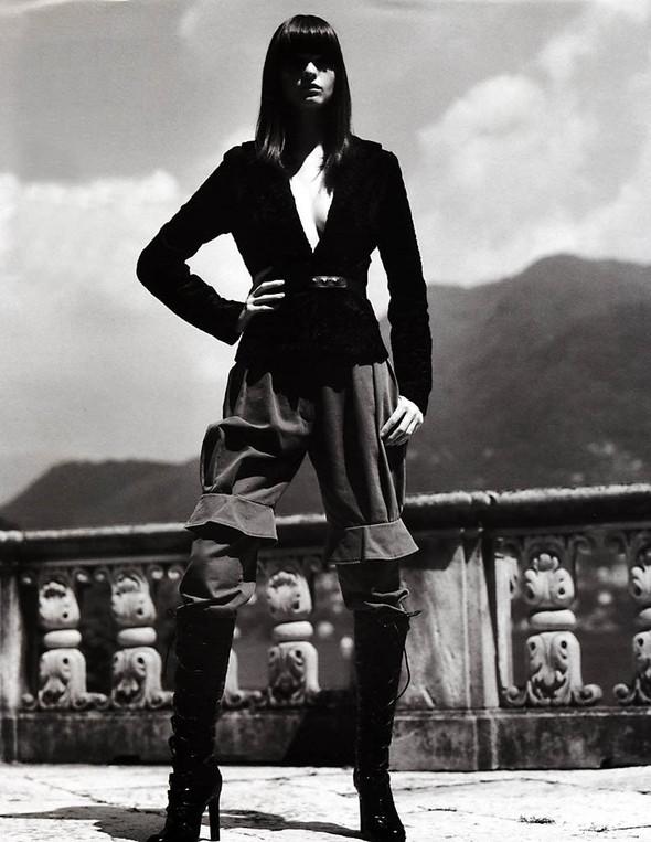 Архивная съёмка: Макс Вадукул для российского Vogue, 2002. Изображение № 9.
