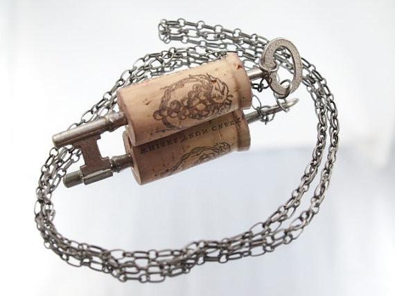 Оригинальные украшения из винной пробки. Изображение № 2.