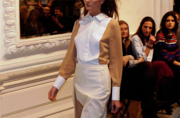 Дизайнер Андрей Артемов: «Она идет от своего парня в мужском пиджаке поверх коктейльного платья». Изображение № 6.