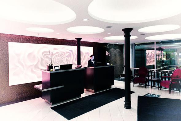 Ресепшн в Renaissance Malmö Hotel. Изображение №31.
