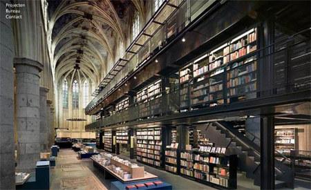 Книжный магазин встенах католической церкви. Изображение № 1.