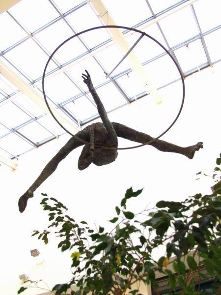 Скульптуры Джерзи Кедзиоры, парящие в воздухе. Изображение № 19.