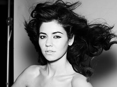 Видео: Marina and The Diamonds - Hollywood (акустика). Изображение № 1.