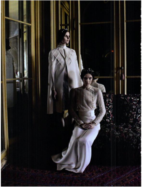 Съёмка: Кутюр Valentino в итальянском Vogue. Изображение № 11.