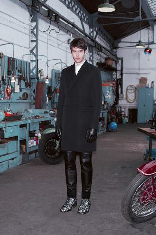 Givenchy, Comme des Garçons, Folk и другие марки показали новые лукбуки. Изображение № 12.
