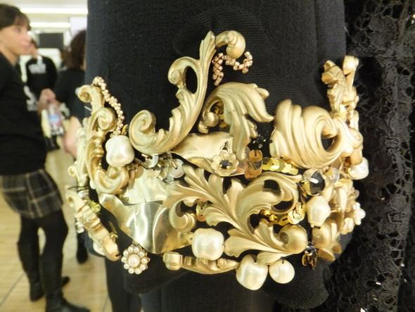 На бэкстейдже показа Dolce & Gabbana. Изображение № 26.
