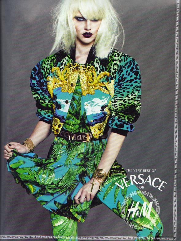 Превью кампании: Дафне Гренвельд, Саша Пивоварова и Линдси Уикссон для Versace for H&M. Изображение № 2.