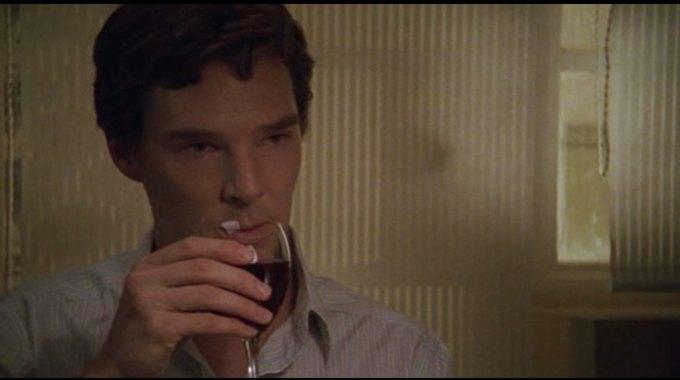Бенедикт Камбербэтч  выпивает. Изображение № 11.