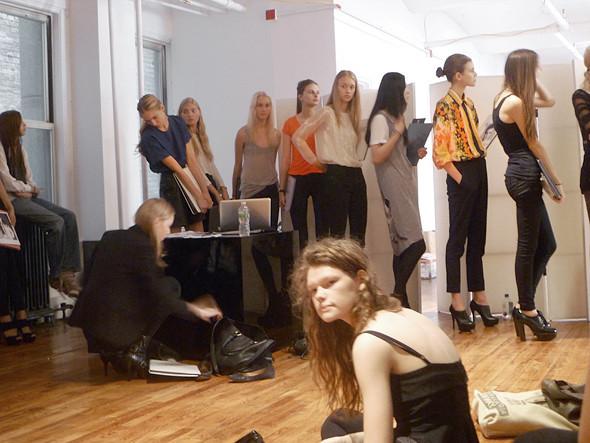 Дневник модели: Разговор с новым лицом Prada, съёмка и снова «Старбакс». Изображение № 20.