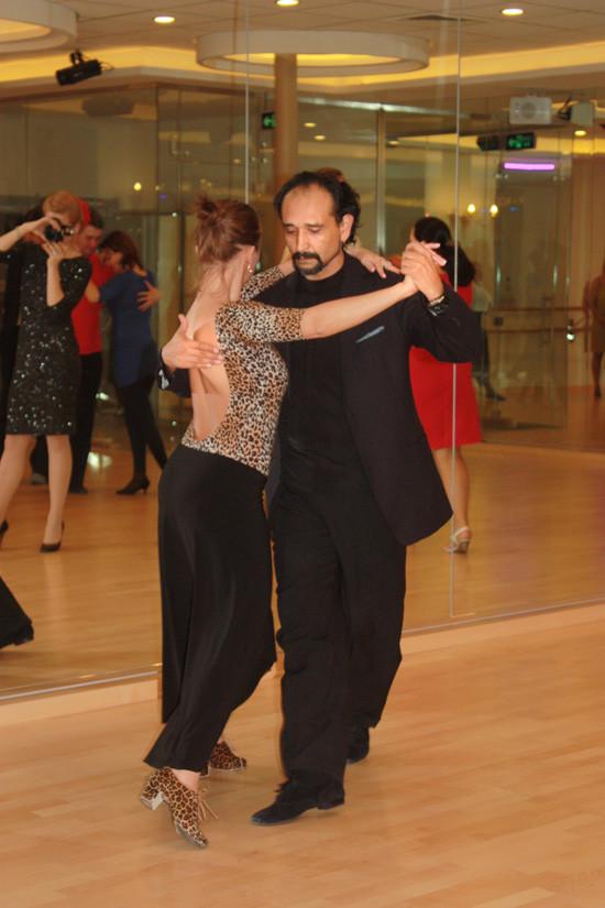 Главное в танго – правильно обнять женщину!. Изображение № 2.