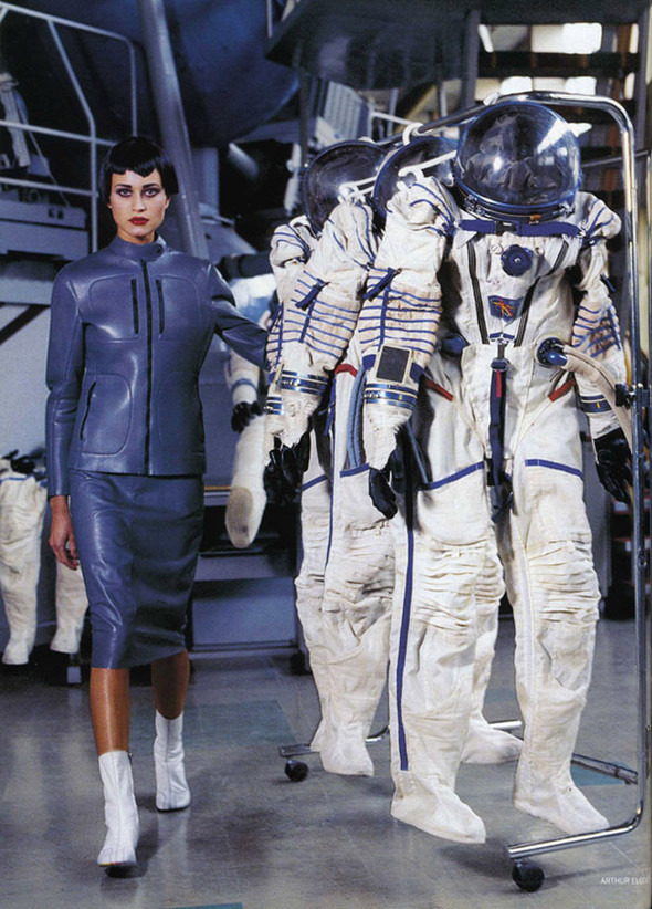 Космос рядом: модные съемки к выходу фильма «Прометей». Изображение №24.