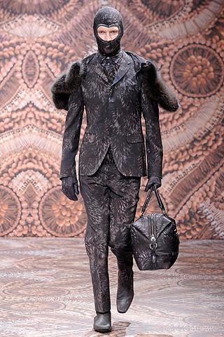 Что носить осенью: мужские показы в Милане. Изображение № 203.