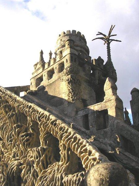 Дворец, построенный почтальоном инсталляция XIXвека. Изображение № 21.