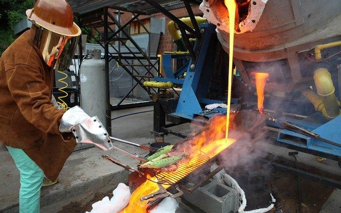 Повара приготовили стейк на искусственной лаве с температурой 1149 °С . Изображение № 2.