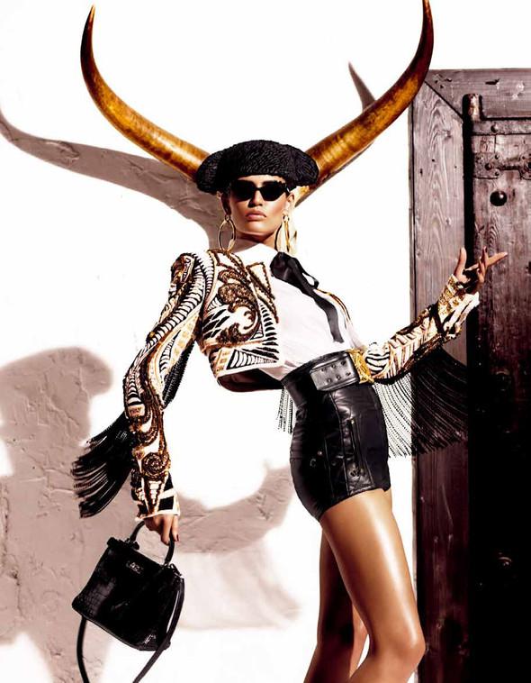 Съёмка: Бьянка Балти для Vogue. Изображение № 7.