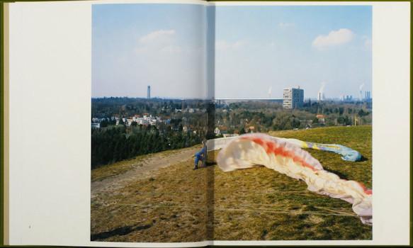 10 альбомов о современном Берлине: Бунт молодежи, панки и знаменитости. Изображение №100.