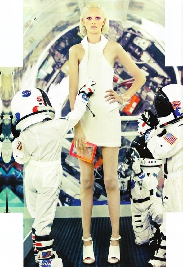 Космос рядом: модные съемки к выходу фильма «Прометей». Изображение №6.