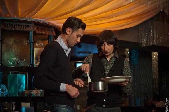 Руслан Нигматуллин и Байгали Серкебаев готовят риззото (фоторепортаж). Изображение № 11.