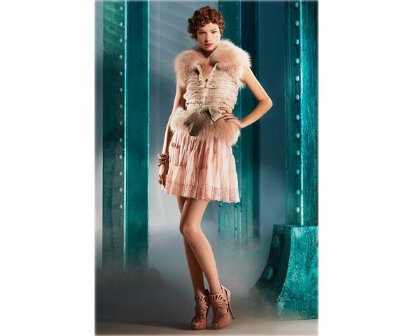 Новые коллекции: Acne, Dior, Moschino, Viktor & Rolf. Изображение № 12.