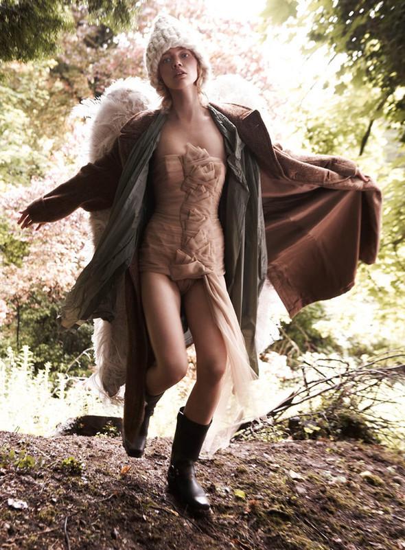 Изображение 5. Саша Пивоварова проснулась в лесу.. Изображение № 6.
