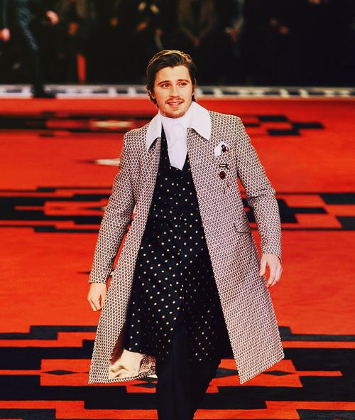 Марш джентельменов: звезды кино в мужской коллекции Prada. Изображение № 7.