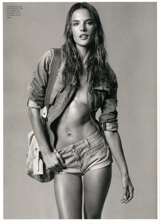 Ле форм: 10 моделей с большой грудью. Изображение № 26.