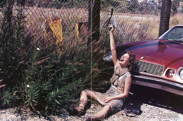 Архивная съёмка: Мила Йовович в объективе Питера Линдберга, 2000. Изображение № 7.