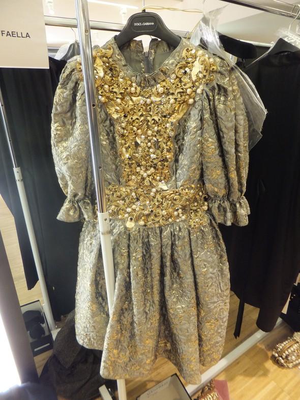 На бэкстейдже показа Dolce & Gabbana. Изображение № 18.