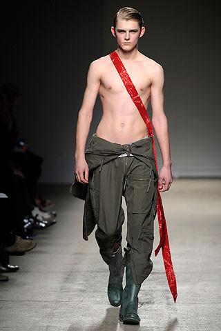 Thimister Haute Couture FW 2010. Изображение № 16.
