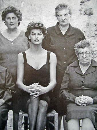 Архивная съёмка: Линда Евангелиста и Тони Уорд для Dolce & Gabbana FW 1990. Изображение № 7.