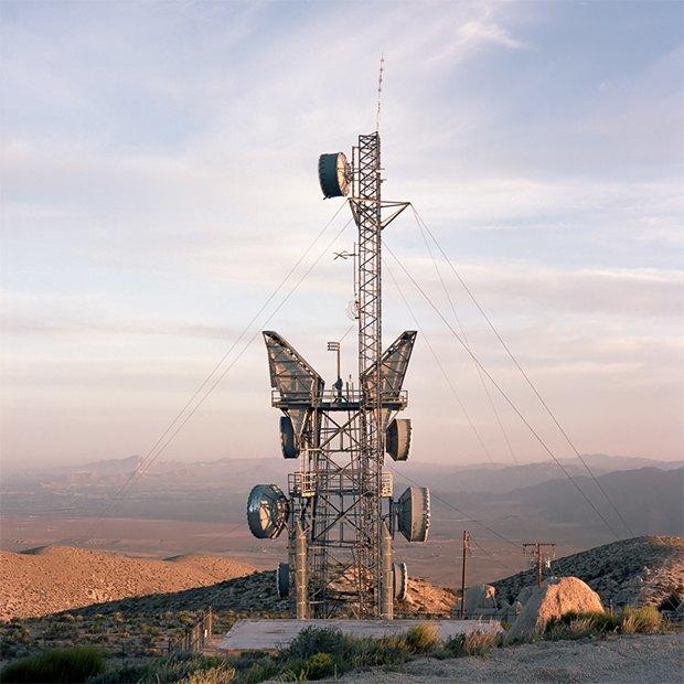 Заброшенные телефонные башни вгорах ипустынях . Изображение № 11.