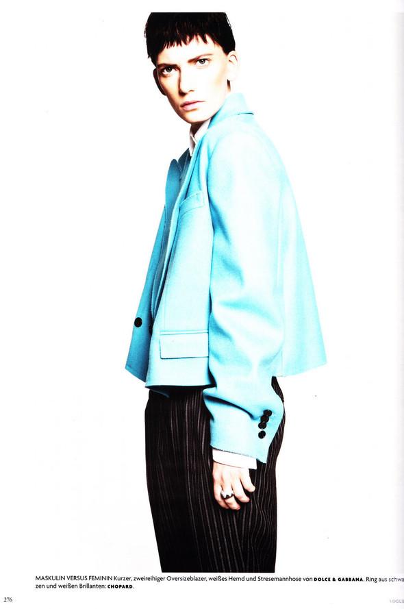 Съёмка: Хана Бен Абдесслем и Валерия Келава для Vogue. Изображение № 15.
