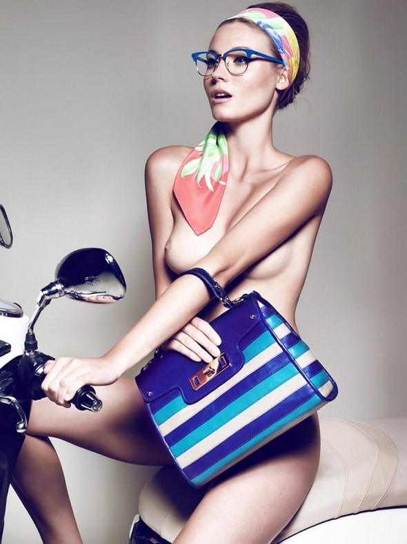 Съёмка: Шарлотт ди Калипсо для Vogue. Изображение № 7.