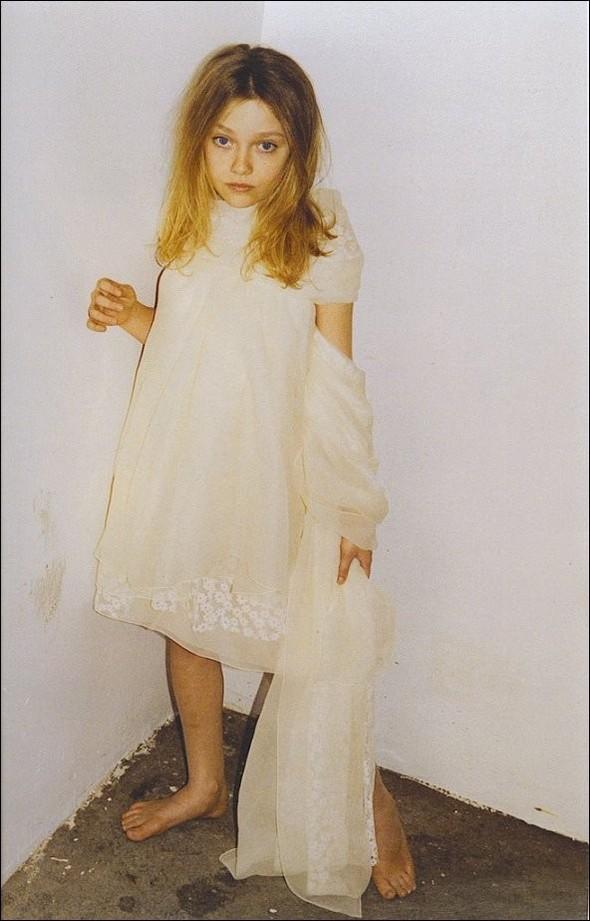 Архивная съёмка: Дакота Фаннинг для кампании Marc Jacobs SS 2007. Изображение № 1.