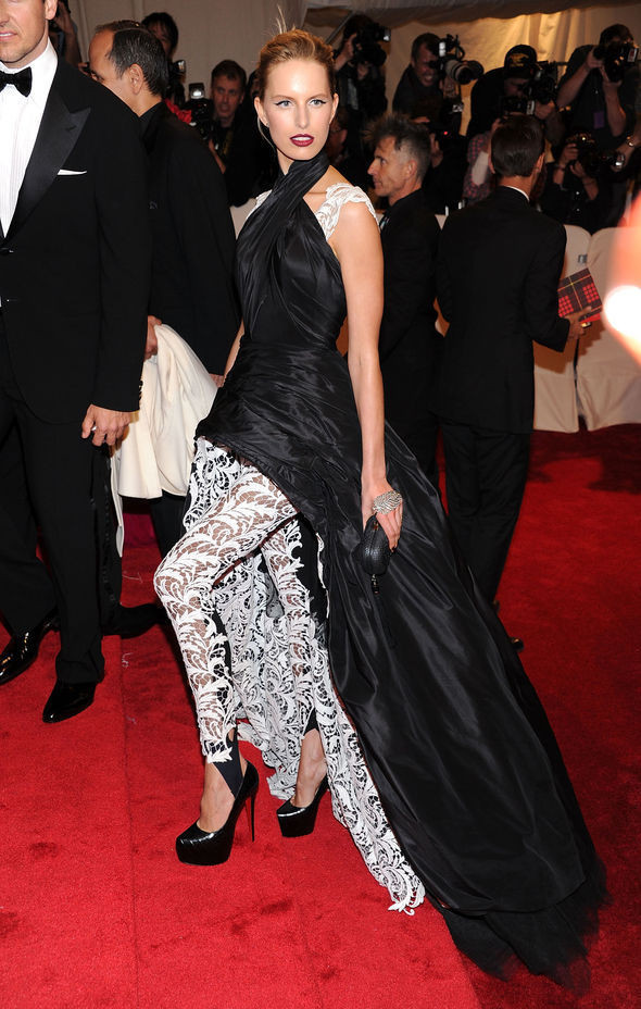Изображение 15. 2011 MET Costume Institute Gala - Models style.. Изображение № 16.