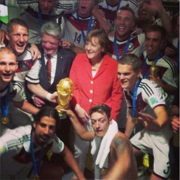 Сборная команда Германии и канцлер Германии Ангела Меркель. Изображение № 16.