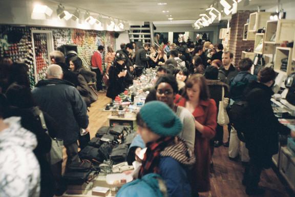 Галерея-магазин Ломографии вНью-Йорке. Изображение № 36.