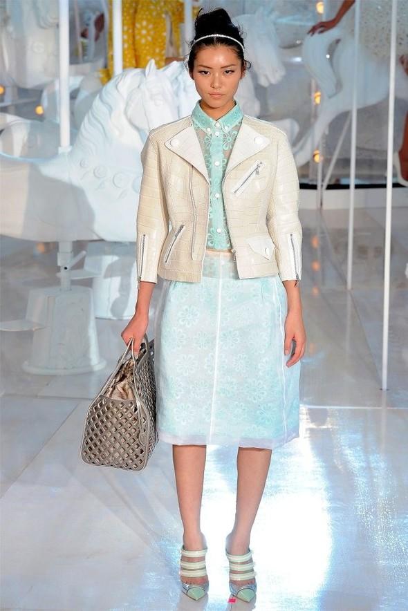 Неделя моды в Париже: Louis Vuitton весна 2012. Изображение № 32.