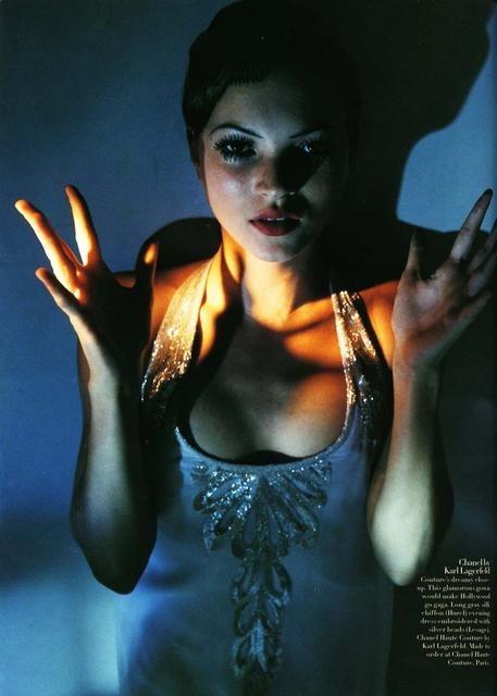 Архивная съёмка: Кейт Мосс для Harper's Bazaar, апрель 1998. Изображение № 6.